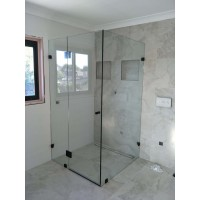 Frameless Shower With Matte Black Fittings